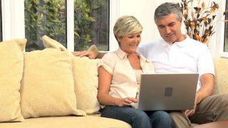 couple on computer - Fort Myers - Richardson Custom Homes