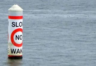 no wake - Boating tips - Fort Myers - Richardson Custom Homes